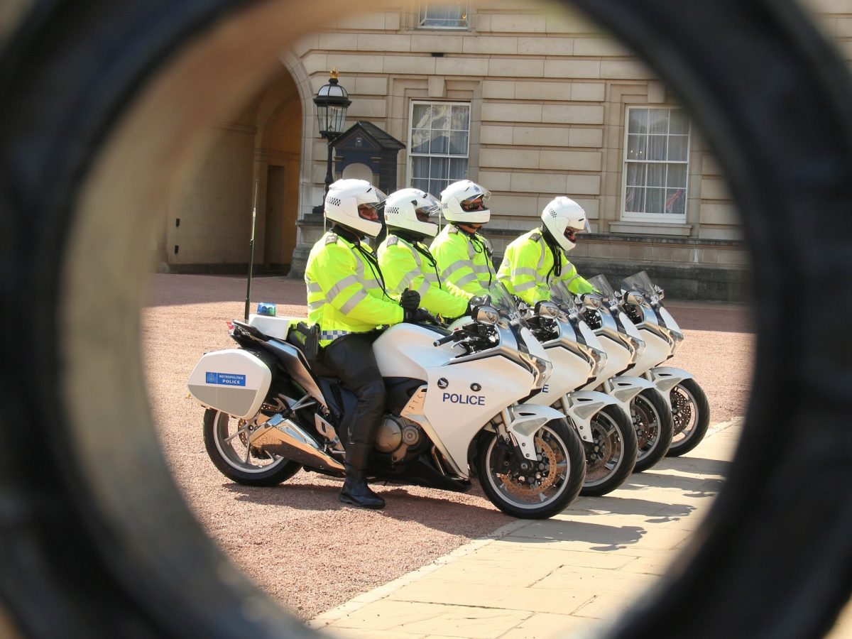 Police next to Buckingham palace